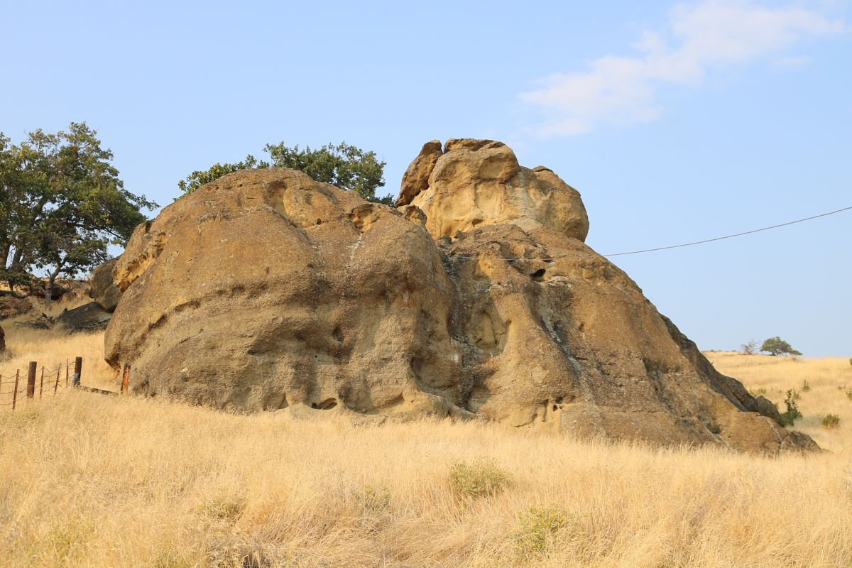 Rock formations on the Grizzly Peak Preserve